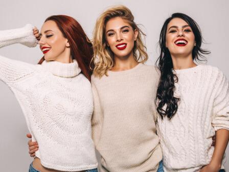 три девушки с разными типами кожи