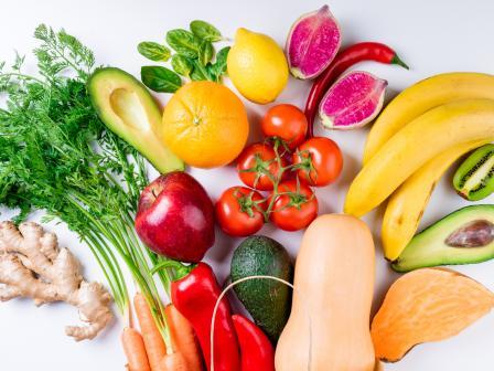 букет из свежих фруктов и овощей, полезных для кожи