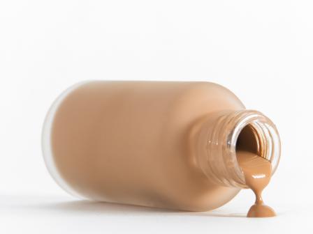 Что происходит с тональным кремом через 2-3 часа после его нанесения?