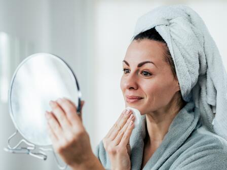 Выберите правильную последовательность действий во время утреннего и вечернего ухода за кожей.