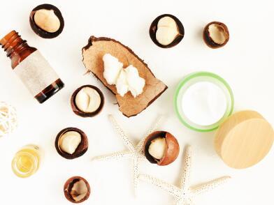 Масла  в ореховой скорлупе, стеклянная бутылочка и крем в банке