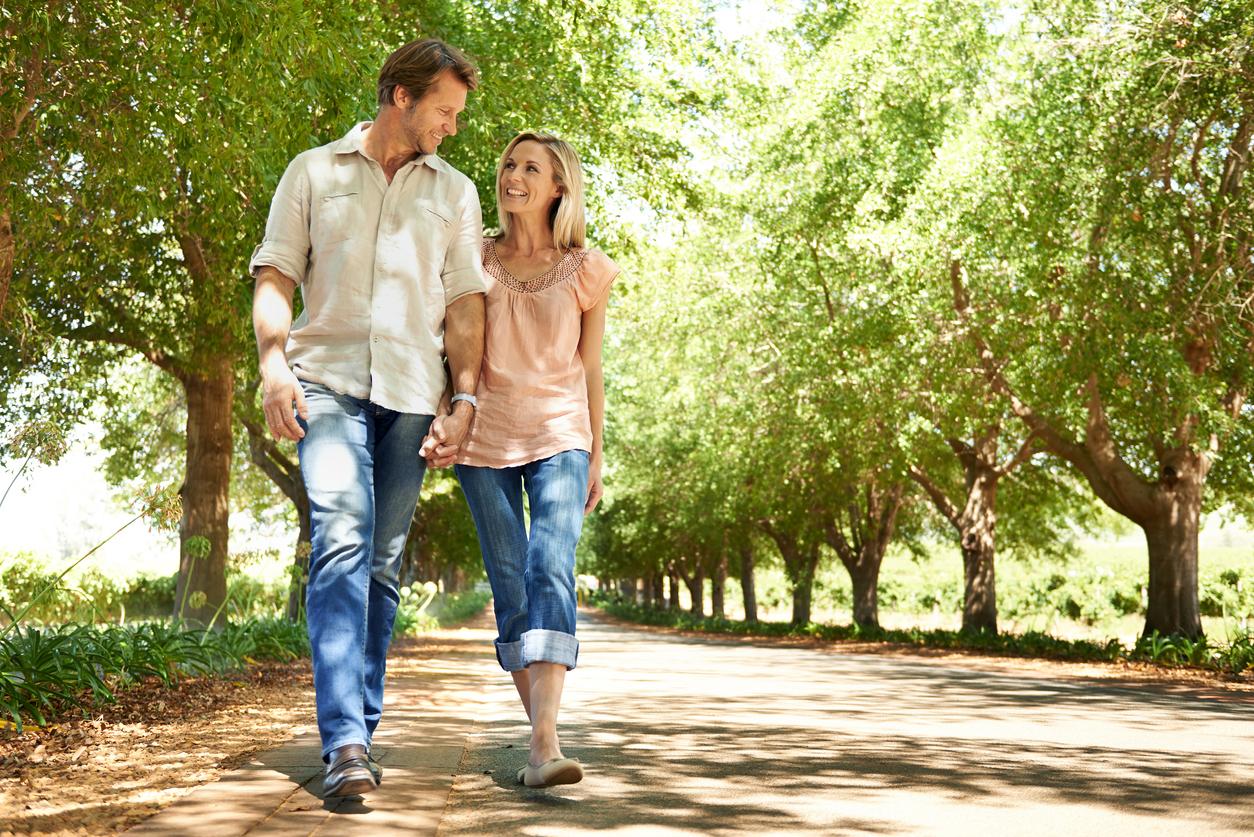 Прогулка мужчины и женщины